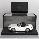 Fiat 124 Spider Artic white Soft Top con Vetrina 1:18
