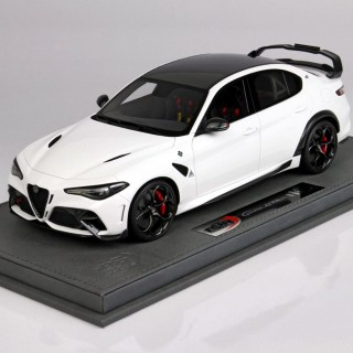 Alfa Romeo Giulia GTAM Bianco Trofeo Roll Bar White Brakes Red 1:18