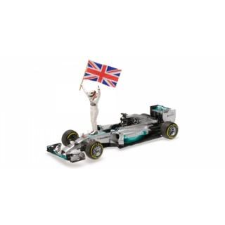 Mercedes Amg Petronas W05 F1 2014 Winner Abu Dhabi Lewis Hamilton + figura con bandiera 1:18